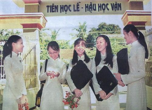 Cong truong THPT Thai Phien_500